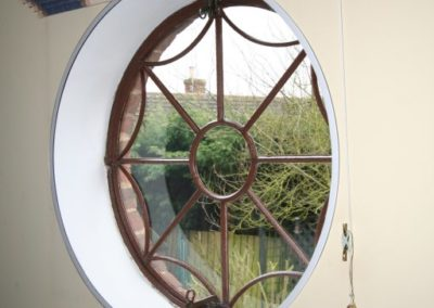 Round window can be easily fitted with measure to fit Ecoease glazing panel